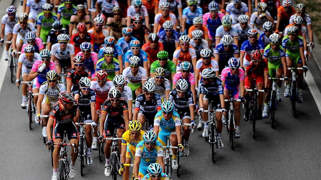 Bunch hunch: Study shows how peloton cuts wind resistance PICTURE: REX