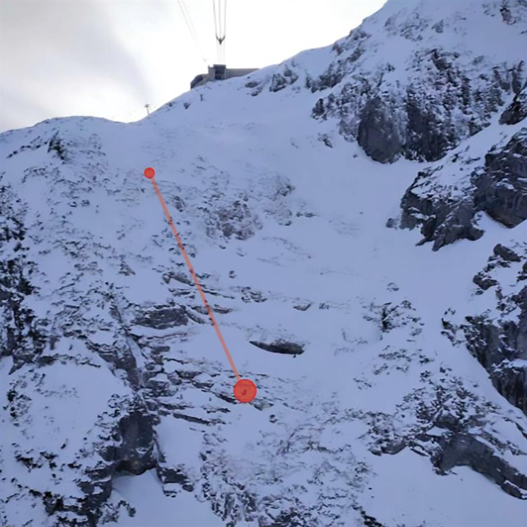 Rescued: Route of the woman's fall down the slope PICTURE: CEN/BERGRETTUNG OBERTRAUN