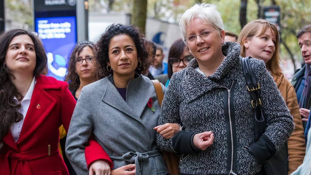 Strength in numbers: Samira Ahmed (centre) with Carrie Gracie (right) at her employment tribunal PICTURE: LNP