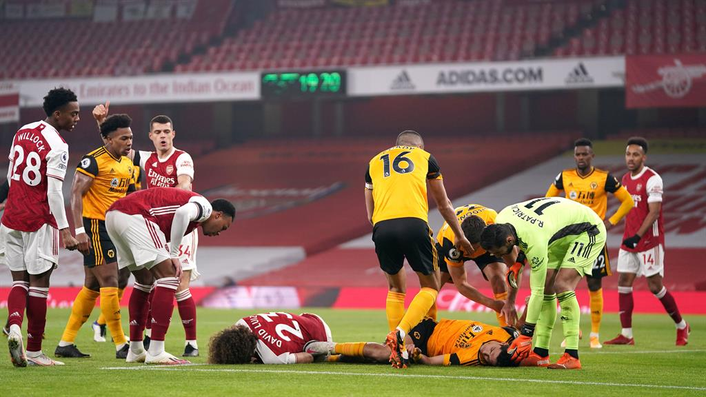 Soccer Star Raul Jimenez Undergoes Surgery for Fractured Skull After Violent Collision