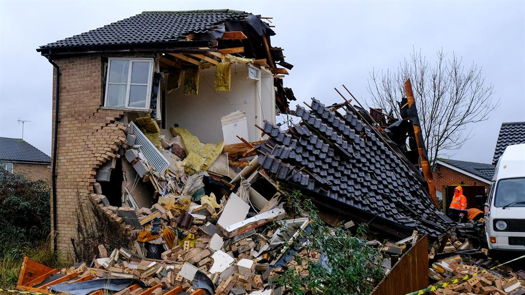 Ripped in half: The house in Bourne, Lincolnshire PICTURE: SWNS